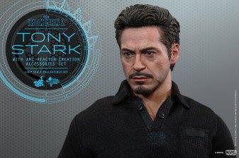 Hot Toys Tony Stark Iron Man 2 figure - Stark solo