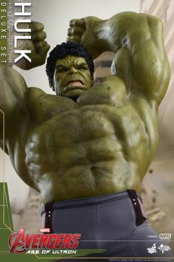 Hot Toys Hulk - Age of Ultron - close up arms raised