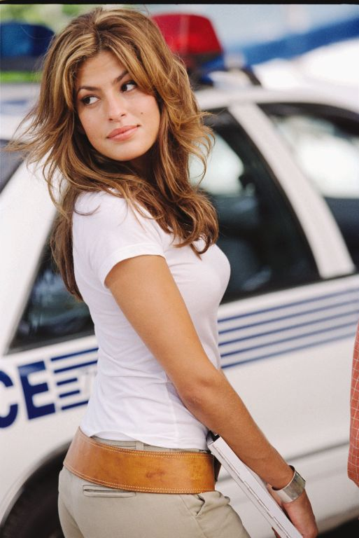 2 Fast 2 Furious - Eva Mendes walking back