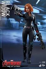 Hot Toys Avengers Age of Ultron - Black Widow - taking aim