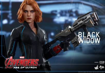Hot Toys Avengers Age of Ultron - Black Widow - with large gun