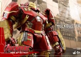 Hot Toys Avengers Age of Ultron - Hulkbuster Iron Man - close profile shot