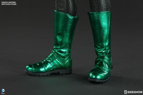 Sideshow Collectibles - Green Lantern Sixth Scale figure - boot close up