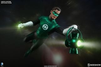 Sideshow Collectibles - Green Lantern Sixth Scale figure - holding lantern