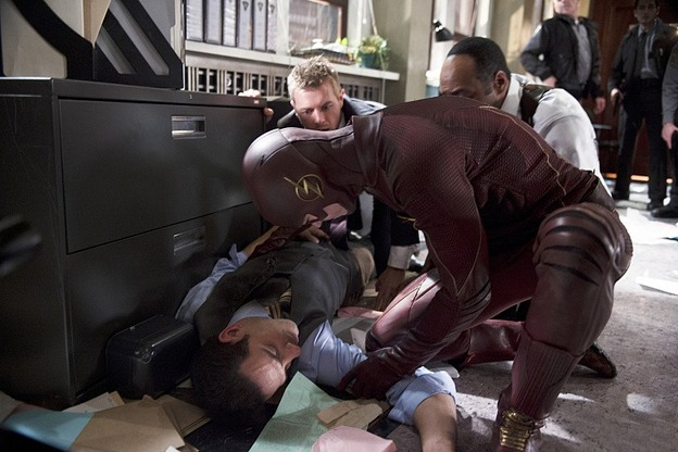 The Flash - Out of Time - The Flash checks on Singh