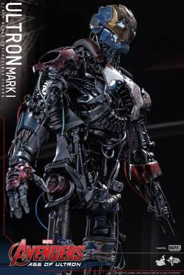 Hot Toys Avengers Age of Ultron - Ultron Mark 1 - side view