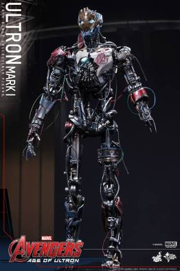 Hot Toys Avengers Age of Ultron - Ultron Mark 1 - standing