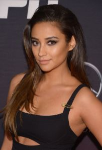 Shay Mitchell - cut out shirt