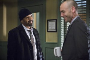 the-flash-image-who-is-harrison-wells-jesse-l-martin-paul-blackthorne