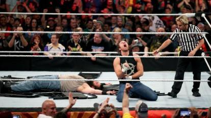 WWE Extreme Rules - Dean Ambrose vs Luke Harper