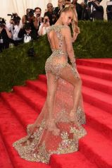 2015 Met Gala - Beyonce going up stairs