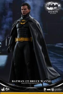 Hot Toys Batman Returns figure - cowl off
