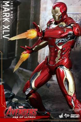 Hot Toys Iron Man Mark XLV figure - shooting