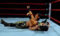 Eddie Guerrero Hall of Fame figure review -flip3