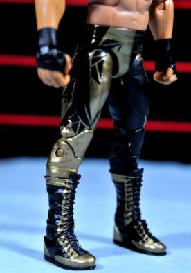 Eddie Guerrero Hall of Fame figure review -gold leg closeup
