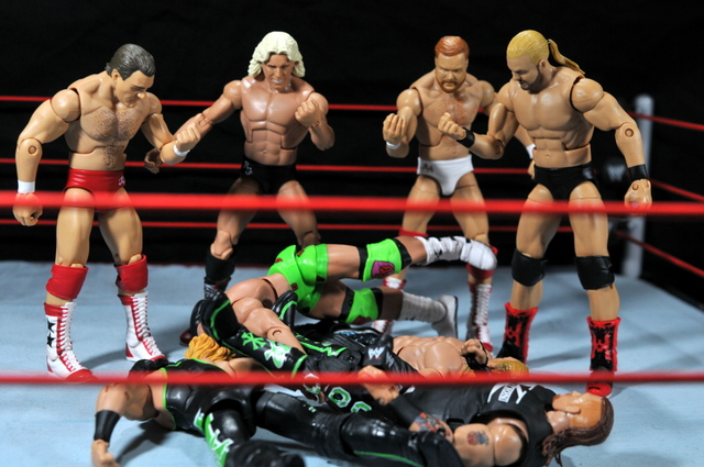 Four Horsemen figure review - Four Horsemen stand tall over DX