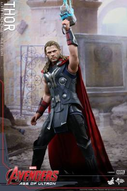 Hot Toys Thor Avengers Age of Ultron figure - channeling lightning