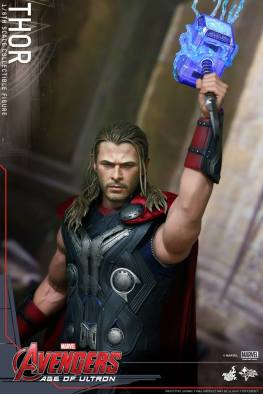 Hot Toys Thor Avengers Age of Ultron figure - raising Mjolner into lightning