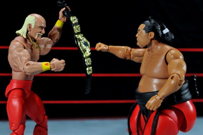 Hulk Hogan Hall of Fame figure - holding belt up to Yokozuna