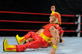 Hulk Hogan Hall of Fame figure - legdrop
