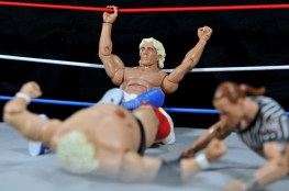 Ric Flair Defining Moments figure review - Flair cheats with Figure Four