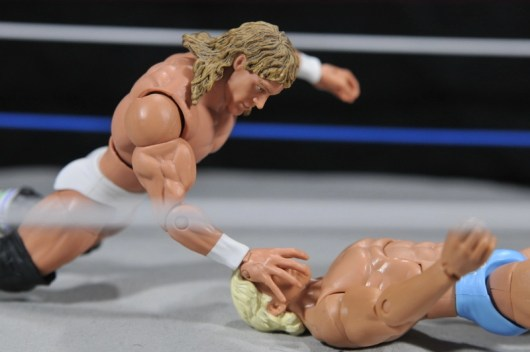 Ric Flair Defining Moments figure review - Kerry Von Erich hits Iron Claw