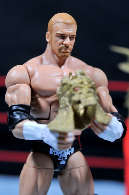 Triple H WWE Mattel Elite 35 - removing crown
