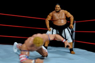 Yokozuna figure review Hall of Fame - going after Lex Luger