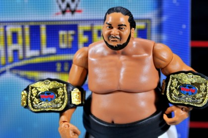Yokozuna figure review Hall of Fame - holding the belts