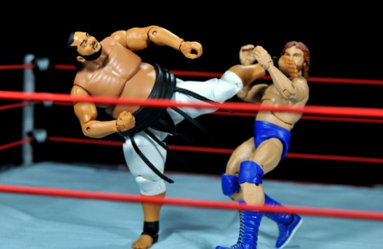 Yokozuna figure review Hall of Fame - savate kick Duggan