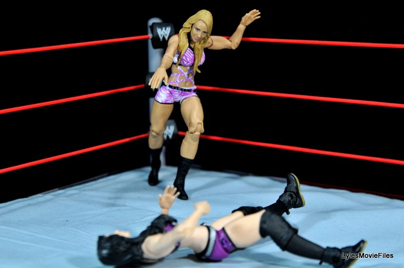 Emma WWE Mattel Basic 30 -going after Paige