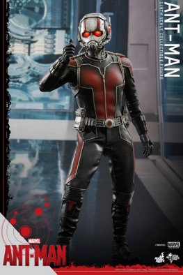 Hot Toys Ant-Man figure - about to shrink