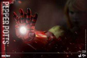 Hot Toys Iron Man 3 Pepper Potts -with armor arm
