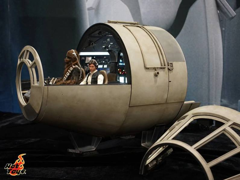 Hot Toys SDCC'15 - Millennium Falcon cockpit wide