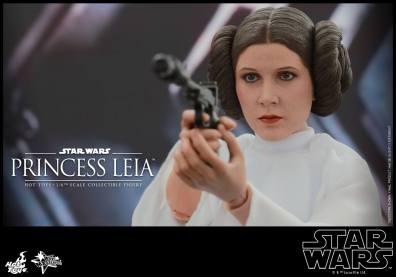 Hot Toys Star Wars Princess Leia -up close aiming