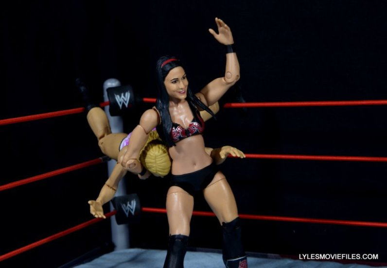 brie-bella-mattel-basic-bulldoging-emma