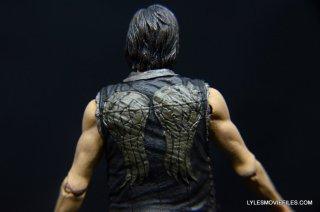 Daryl Dixon Walking Dead deluxe figure -rear vest detail