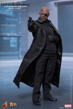 Hot Toys Captain America Winter Solider Nick Fury figure - aiming