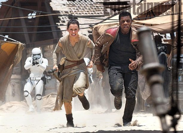 Star Wars Episode VII- The Force Awakens - Rey and Finn run