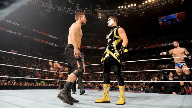 Arrow Stephen Amell vs Cody Rhodes Stardust