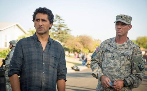fear-the-walking-dead - Travis and Lt. Moyers