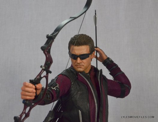 Hawkeye Hot Toys Avengers Age of Ultron - aiming side