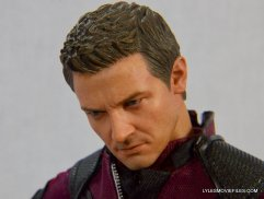 Hawkeye Hot Toys Avengers Age of Ultron - head down