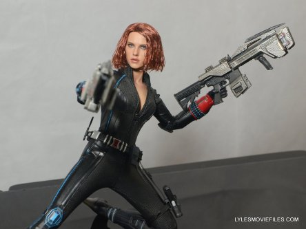 Hot Toys Avengers Age of Ultron Black Widow - taking aim