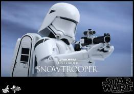 Hot Toys Star Wars Force Attacks - First Order Snowtrooper -aiming