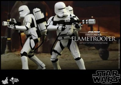 Hot Toys Star Wars Force Awakens First Order Flametrooper - duo