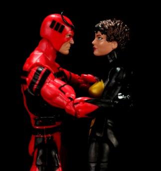 Marvel Legends Giant Man figure review -hugging Wasp