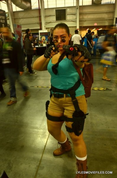 New York Comic Con 2015 cosplay - Lara Croft aiming