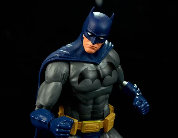 batman-icons-action-figure-last-rites-dcc-close up