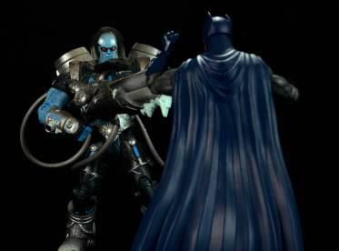 batman-icons-action-figure-last-rites-dcc-facing off with Mr. Freeze